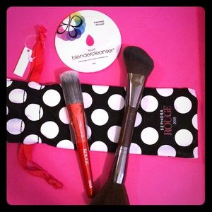 Make up Brushes w/ cleanser